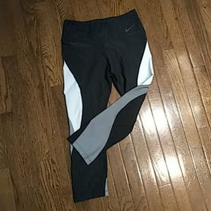 Nike cropped tights